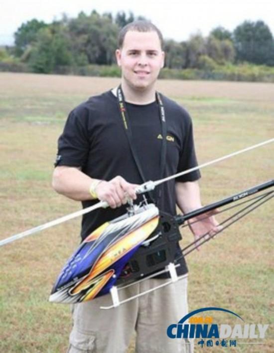 美国青年操控直升机模型不幸遇难头顶被削掉