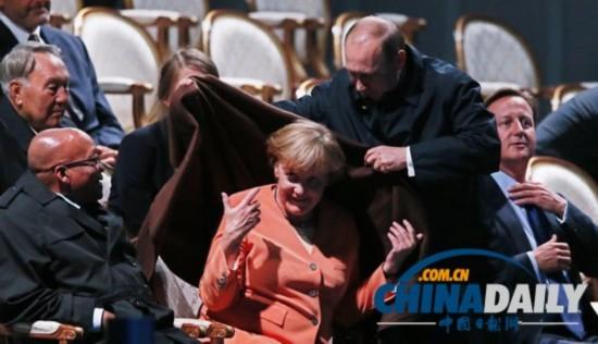 G20峰会:普京亲自为默克尔加衣 尽显绅士风度