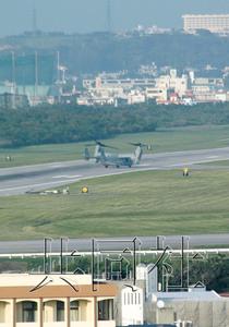 """日本冲绳县民众集会抗议美军部署""""鱼鹰"""""""