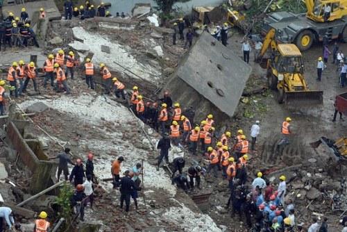印度孟买塌楼事故致3人死亡数十人仍被困(图)