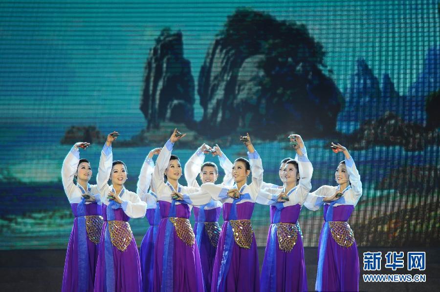 (文化)(2)朝鲜国立民族艺术团访华大型文艺演出在丹东举行