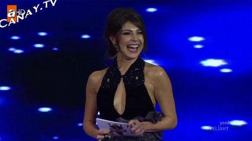 土耳其主播穿低胸出镜遭政客谴责被解雇(图)