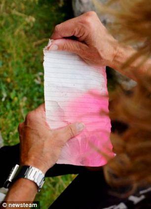 少女扔下瓶中信漂流20年越洋在挪威被拾(组图)(3)