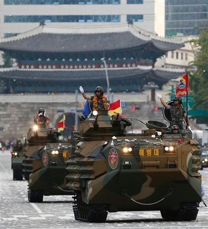 韩国阅兵式中展示的水陆两栖装甲车