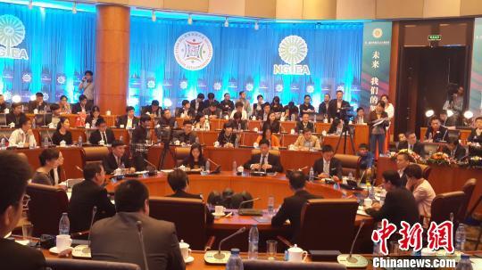 图为27日的世界青年浙商圆桌会议。 夏毅 摄