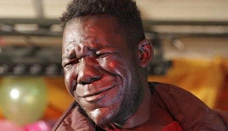 津巴布韦男子蝉联最丑先生自称丑与生俱来(图)