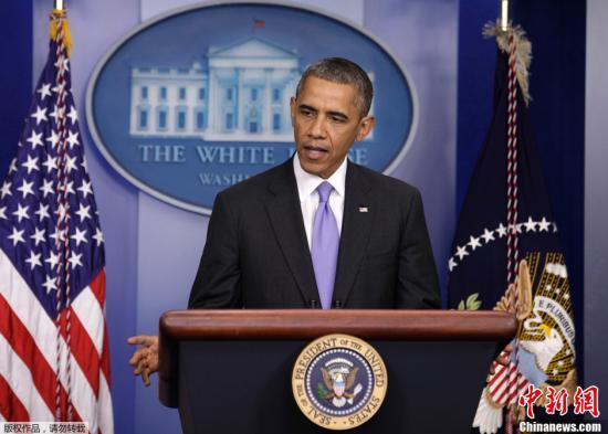 当地时间2013年10月16日,美国华盛顿,美国总统奥巴马在新闻简报会上发言。美国参议院民主和共和两党就延长美国举债期限和结束政府停摆达成一致。这项议案的具体内容包括结束政府停摆、向联邦政府拨款日期延长至2014年1月15日, 同时将举债期限延长至2014年2月7日。