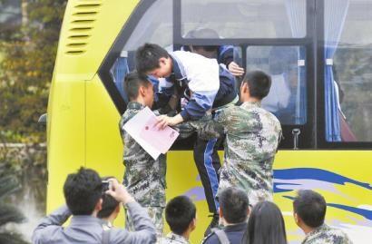 成都模拟交通事故学生答卷:25人14死11伤(图)