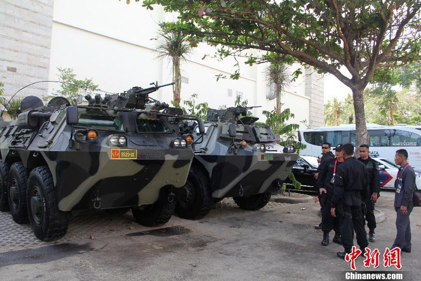 峰会主会场周围印尼派出装甲车护卫摄影:顾时宏