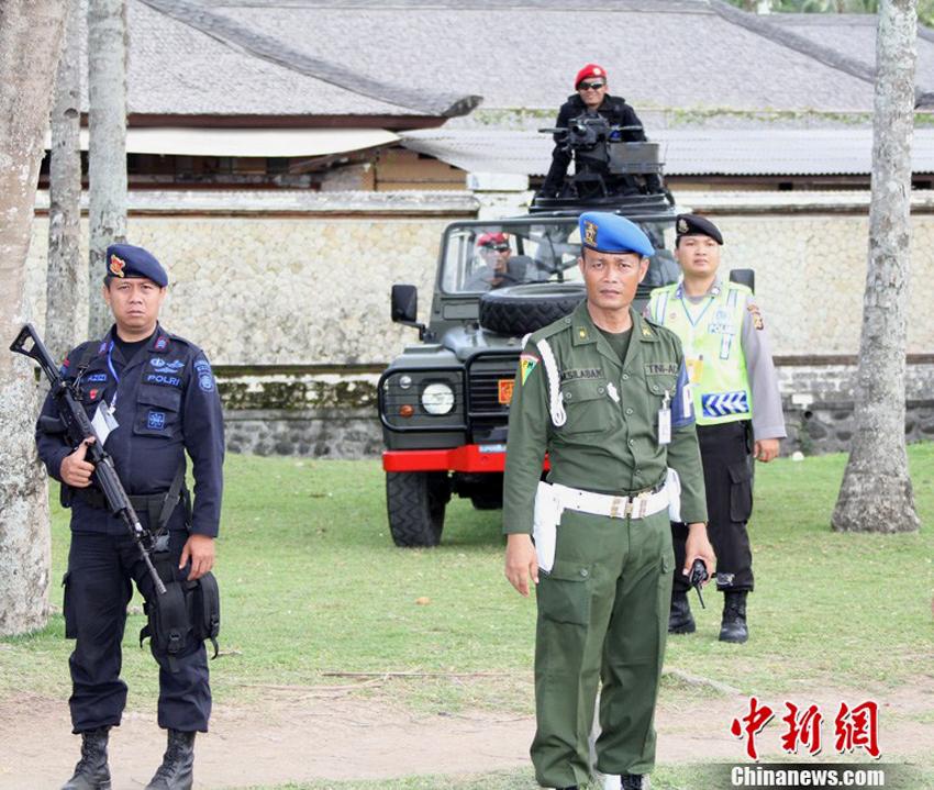 峰会主会场周围印尼派出火力突击车保护摄影:顾时宏
