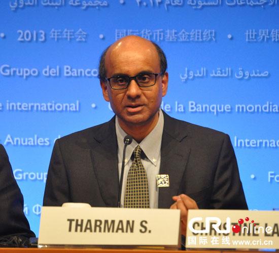国际货币与金融委员会主席尚达曼在华盛顿出席新闻发布会。摄影:张旭