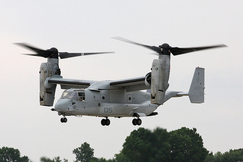 美军鱼鹰运输机首次在日本本土军演或运送战车