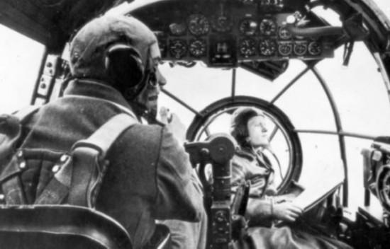 之所以实施麦肯奇行动是为了给德国空军的飞行员制作毛皮大衣,给U-潜艇的艇员制作毛袜子,给在冬季作战的步兵制作暖和的内衣