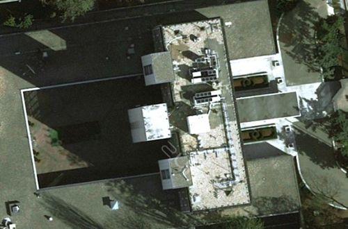 图为美国驻华沙大使馆办公楼顶部鸟瞰图