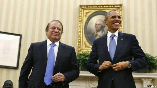 当地时间2013年10月23日,美国总统奥巴马(右)在白宫会见到访的巴基斯坦总理谢里夫(左)。