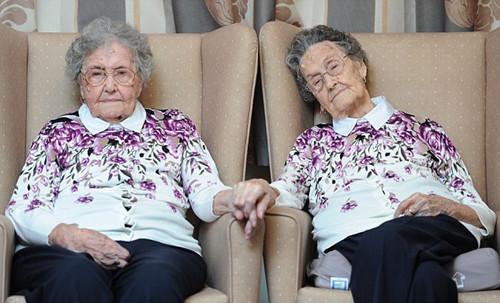 百岁双胞胎姐妹庆生两人一个世纪不曾分离(图)