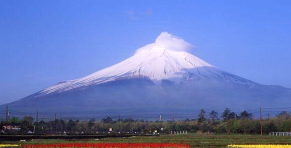 富士山顶19日开始出现积雪比去年晚半个多月