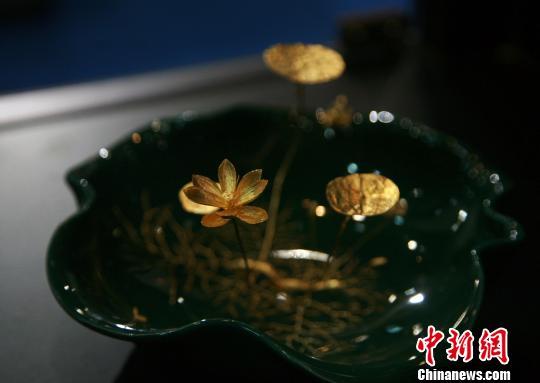 图为台湾金雕大师吴卿作品。 李晨韵 摄