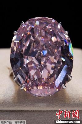 这颗粉钻重59.6克拉,是迄今为止世界上最大的一颗粉钻