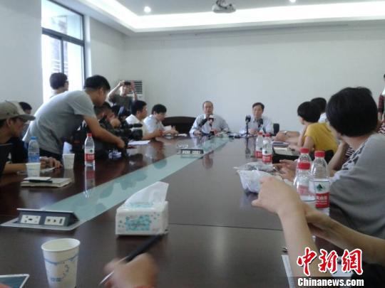 余姚市长答记者问。 徐小勇 摄