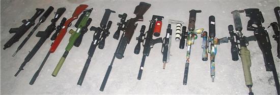 部分缴获的枪支。