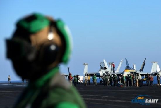 美国航母进驻地中海 称随时可打击叙利亚