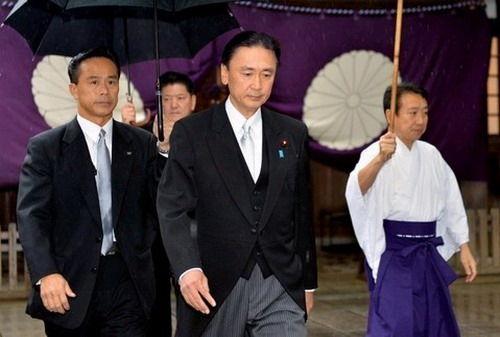 20日,日本绑架问题担当相古屋圭司参拜靖国神社。(网页截图)