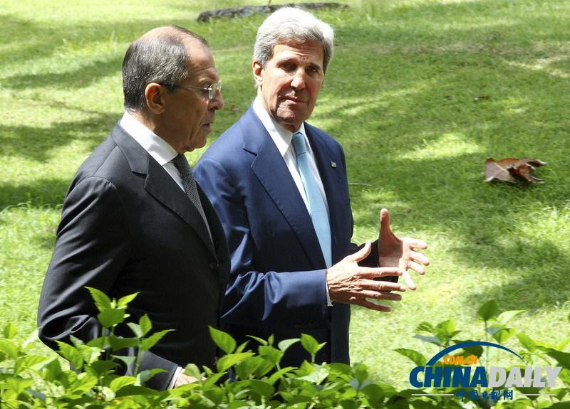 当地时间2013年10月7日,印尼巴厘,美国国务卿克里与俄罗斯外长拉夫罗夫在APEC峰会期间举行双边会谈。