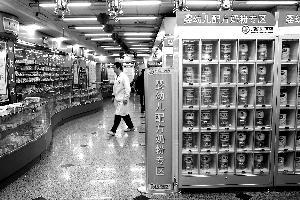 五家药店卖奶粉,想让消费者乐于购买,推行方要做的工作还很多。首席摄影记者 蔡代征/摄