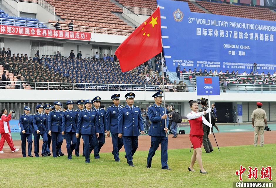 中国代表团入场。图片:中新社发(摄影:安源)