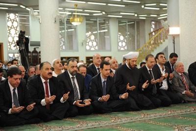 叙总统现身大马士革清真寺参加宰牲节祈祷(图)