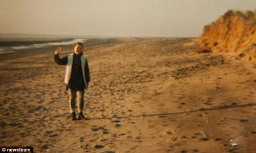 少女扔下瓶中信漂流20年越洋在挪威被拾(组图)(4)