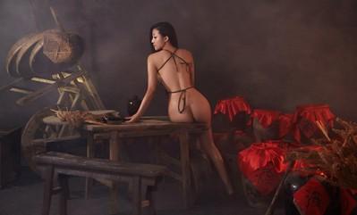 苏梓玲露臀大尺度演绎红高粱 片布遮体极尽性感图片