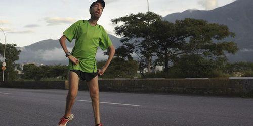 男子患肌肉萎缩症花17小时坚持跑完马拉松(图)