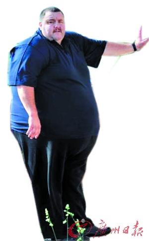 235公斤胖子坐飞机:两张机票座位却不同排