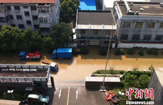 余姚市区的积水已有明显的消退。 何蒋勇 摄