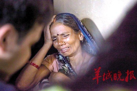 印度轮奸案犯妻子面临传统