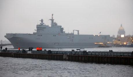 俄海军首艘西北风级直升机母舰将在法国下水