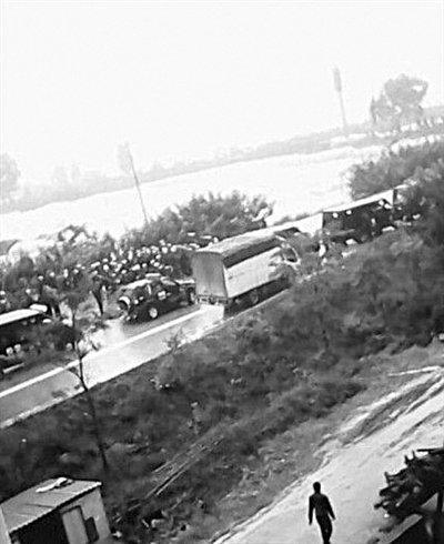 云南数百村民打砸公务车 事件因强行征地引发
