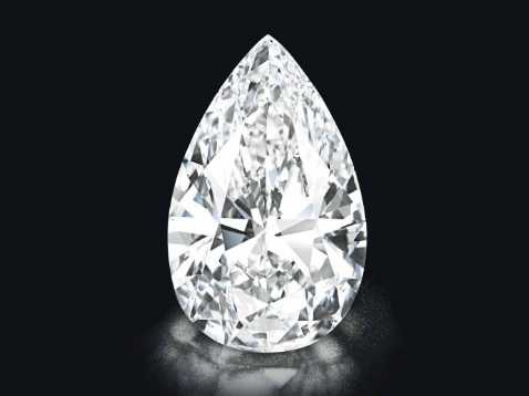 """美国宝石学院评鉴这颗钻石的颜色为""""D""""级,它的纯净度也达到了最高级别。"""