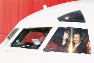 马英九登机留念。图片来源:《联合报》