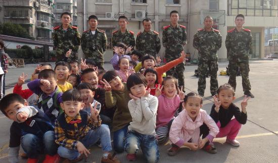 幼儿园组织参观消防中队
