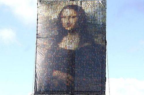 英国艺术家用83幅自画像拼成《蒙娜丽莎》(图)