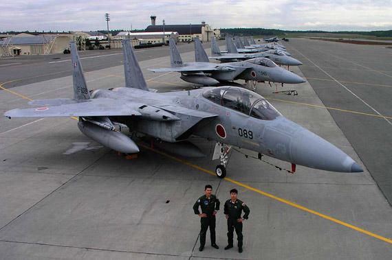 资料图:在美空军基地中停放的日本F-15J机队