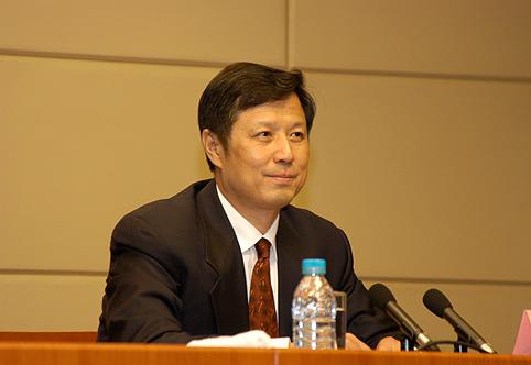 图为国家统计局副局长许宪春