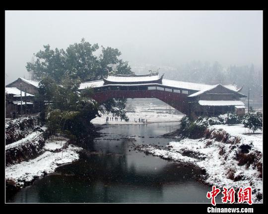 图为冬雪覆盖的北涧桥。 钟晓波 摄