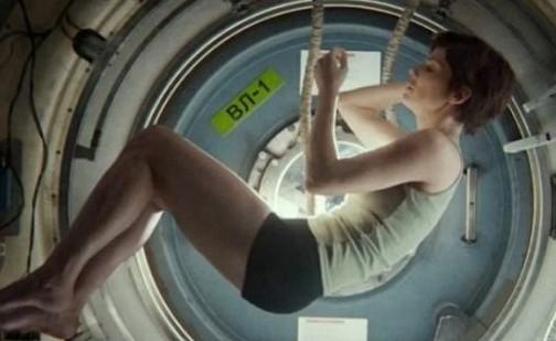 """宇航员给好莱坞科幻片""""挑刺"""":女主角应穿尿布"""