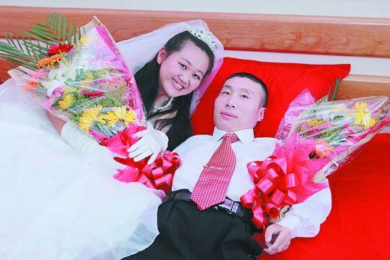 外籍女子网聊获真爱 漂洋过海嫁中国残障男子