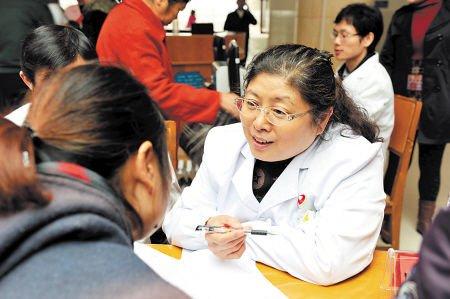 专家发现安仁县消化病患者居多。何君摄记者 杨蔚然通讯员 彭萍