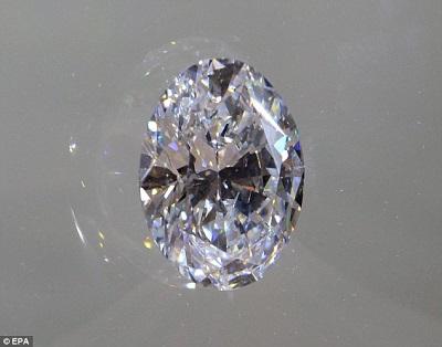 这枚重达118克拉,大小堪比一枚鸡蛋的白钻石成交价或将达到2800万至3500万美元。